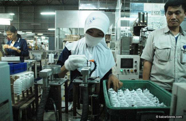 PT Panasonic Lighting Indonesia (PLI) menargetkan produksi 30 juta unit l&u pada 2015 dengan mengoptimalkan pabrik mereka ...  sc 1 st  kabarbisnis.com & Panasonic Lighting targetkan 30 juta lampu | Momen Bisnis azcodes.com