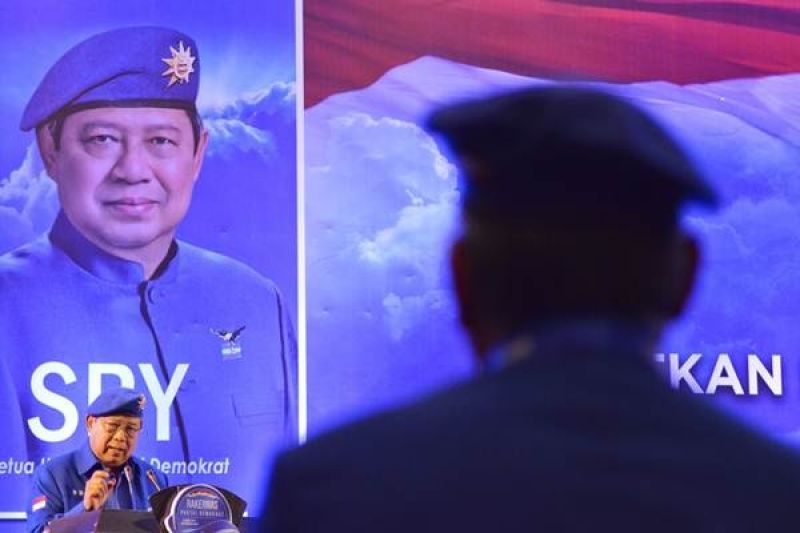 Rupiah Terus Merosot, SBY Menabok Jokowi
