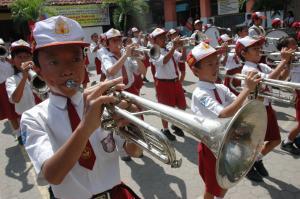 Melalui grup drum band, Siswa SDN Margorejo 1 Surabaya torehkan prestasi