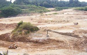 Bukit Gamping di Nusakambangan yang rusak