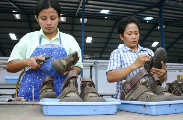 Produk sepatu lokal terancam sepatu China yang lebih murah  9ecc6e3c29