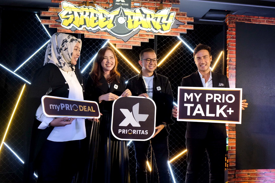 Dari kiri; Group Head Corporate Communication XL Axiata Tri Wahyuningsih, Group Head Product and Marketing Premium Segment XL Axiata Lyra Filiola, Chief Premium Segment Officer XL Axiata Octavia Kurniawan dan Brand Amabassador XL Prioritas Hamish Daud.